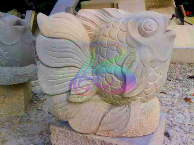 Patung ikan koki air mancur batu alam