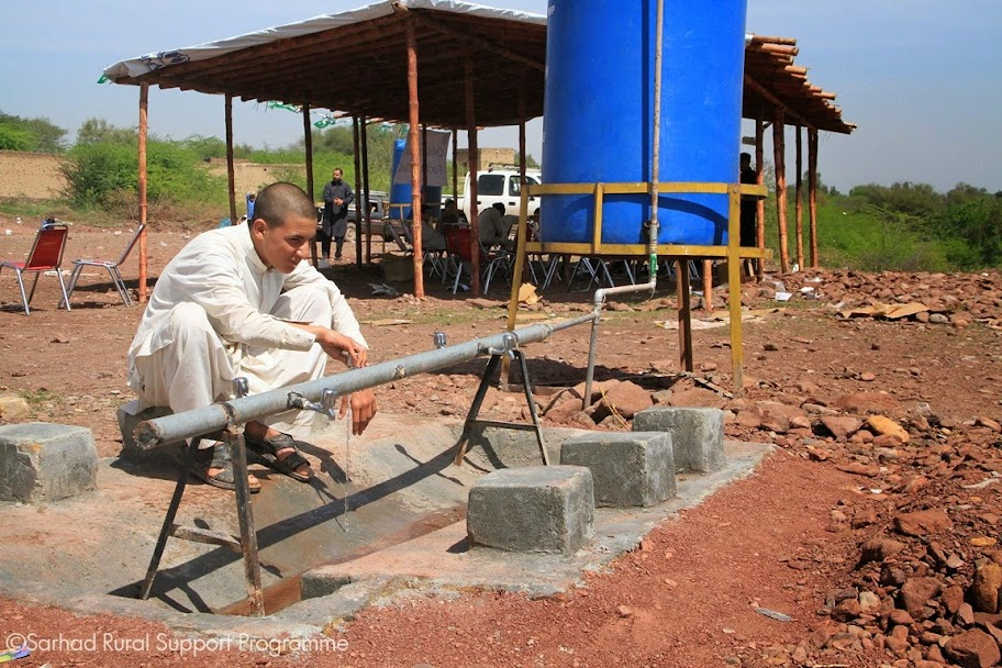 Returnee utilizing the Hand Washing station established by SRSP-UNICEF at Akakhel, Khyber Agency