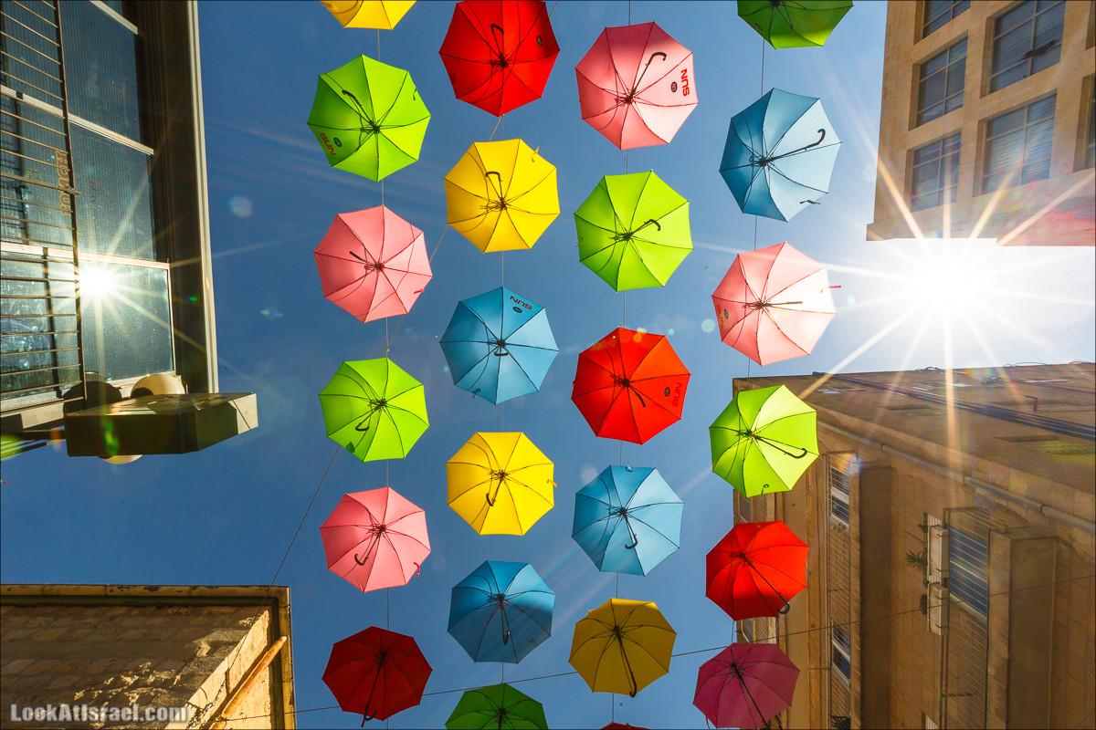 Небо из зонтиков