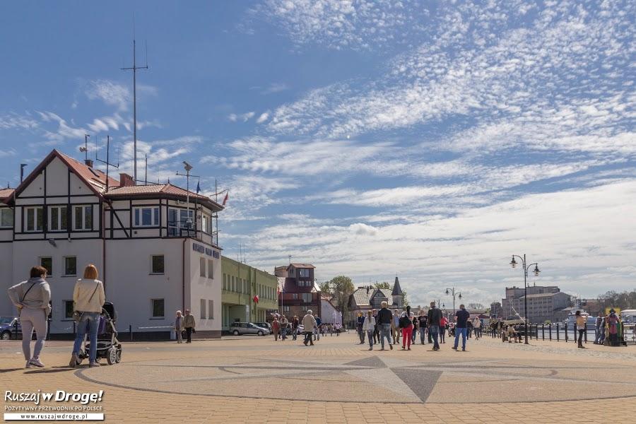 Ustka - promenada przy wejściu do portu