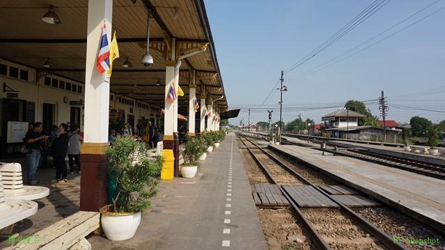 一条笔直的火车路