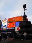 Piccadilly Circus s bohom Amorom v strede