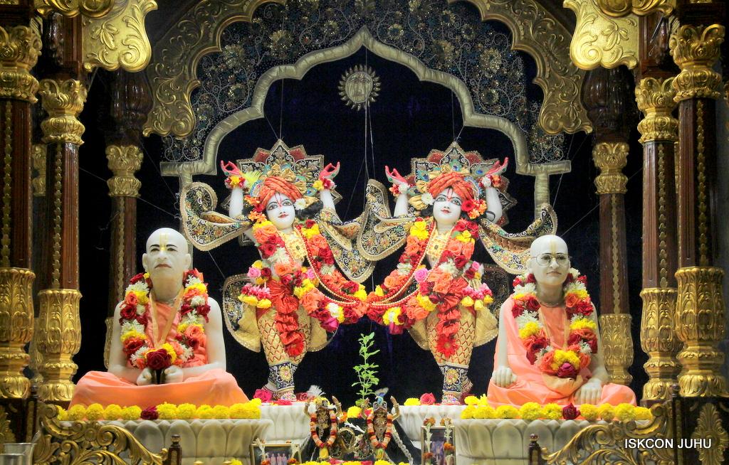 ISKCON Juhu Sringar Deity Darshan on 24th September 2016 (35)
