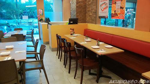 ruang susun atur meja makan