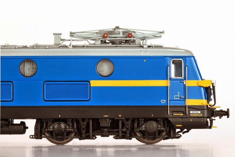 Van Biervliet HO 2366 tpV (VB-3001) en 2311 tpIV  en (VB-3002) 01-12-2013 199,00 IMG_6855.JPG