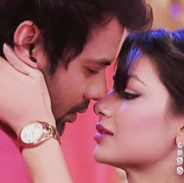 KUMKUM BHAGYA EPISODE 299 PRAGYA PINCHED ABHI FOR A KISS - Kumkum Media