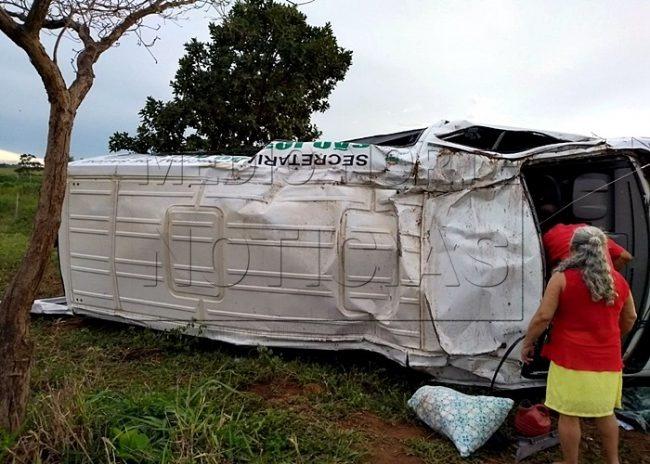 SÃO-JOSÉ-Quatro-feridos-dois-em-estado-grave-após-capotamento-de-Van-da-Secretaria-de-Saúde-na-BR-364-1-1-650x464