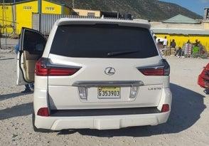 Detienen a cónsul haitiana en la frontera por ir en vehículo buscado por la DEA en el país