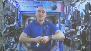 Vidéo : Un cosmonaute russe vote depuis l'espace à l'occasion des législatives en Russie
