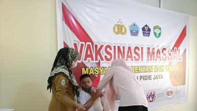 Dosis Pertama Vaksinasi Murid SLBN Pidie Jaya