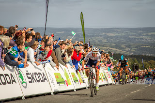 Simon Yates charges to the finish line to claim the stage win