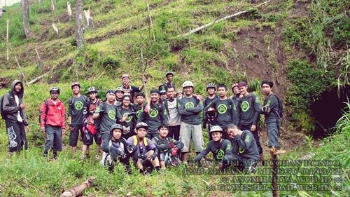 Berfoto bersama semua peserta Gowes Jelajah Coban Rondo (04/03/12)