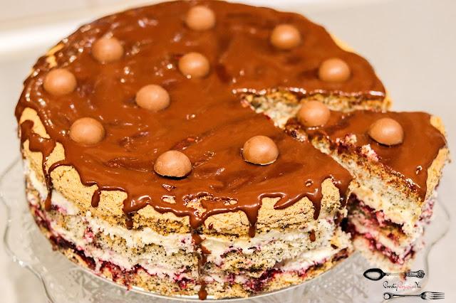 ciasta i desery,ciasta na Boże Narodzenie,tort makowy, biszkopt z makiem, tort z kremem budyniowym, tort makowy z kremem budyniowym, łatwy tort na święta