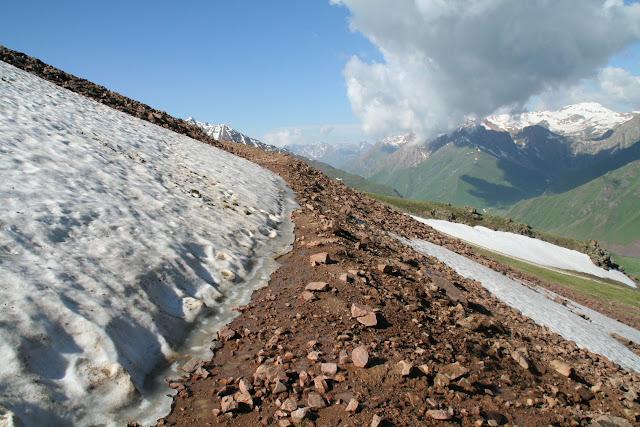 Alabel Pass, 3300 m (Kyrgyzistan), 28 juin 2006. Photo : J. Ouvaroff