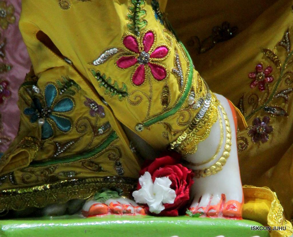 ISKCON Juhu Mangal Deity Darshan on 19th Oct 2016 (25)