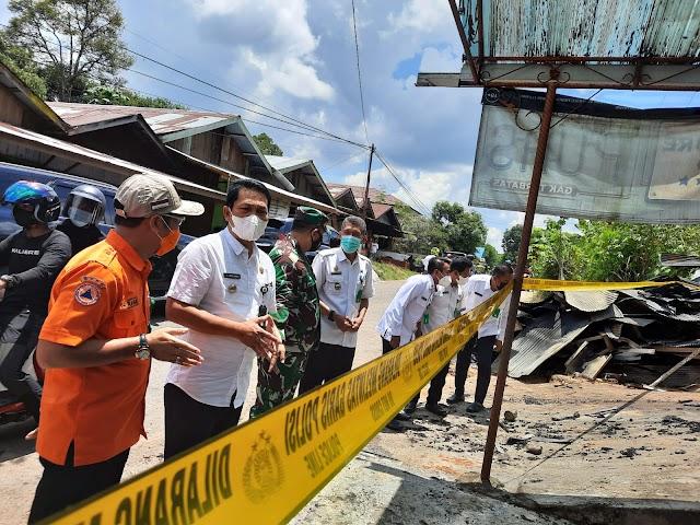 Warganya Tertimpa Musibah Kebakaran, Bupati Balangan Abdul Hadi Langsung Beri Bantuan