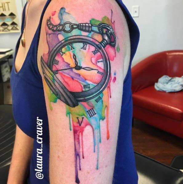 vibrante_aquarela_relgio_de_bolso_braço_de_tatuagem