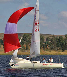 J/22 Alfa Romeo sailing on South African lake regatta