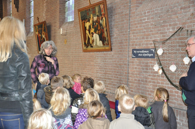 Kleuters bezoeken Martinuskerk - DSC_0050.JPG