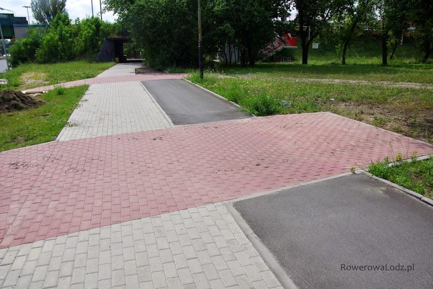 Naprawdę wykonawca musi nie lubić rowerzystów! Wjazdy do nieistniejących posesji mają ciągłość nawierzchni, zaś rowerzystom poskąpiono asfaltu na drodze dla rowerów. W dalszej części asfaltu nie ma w ogóle!