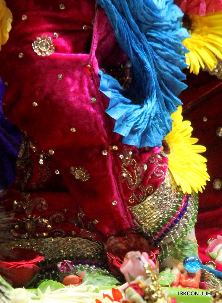 ISKCON Juhu Sringar Deity Darshan on 10th July 2016 (12)