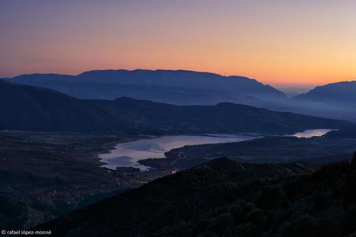 L'embassament de Sant Antoni des del Tossalet. Pirineus.Al fons, la serra de Montsec. La Pobla de Segur, Pallars Sobirà, Lleida,