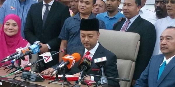 Krisis Kedah... Akhirnya Mukhriz Berjaya Disingkirkan....jpg