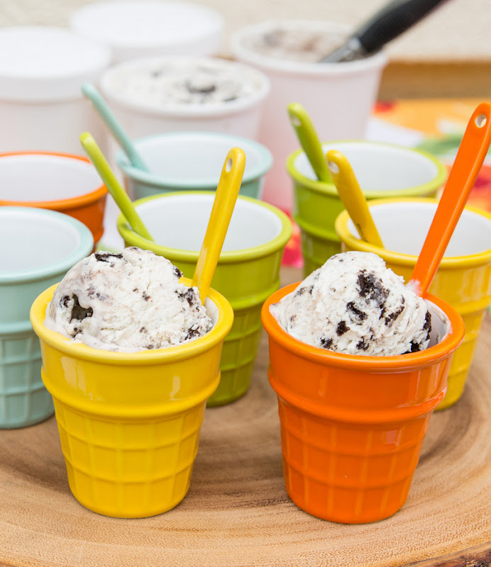 close-up photo of ice cream serving bowls with ice cream
