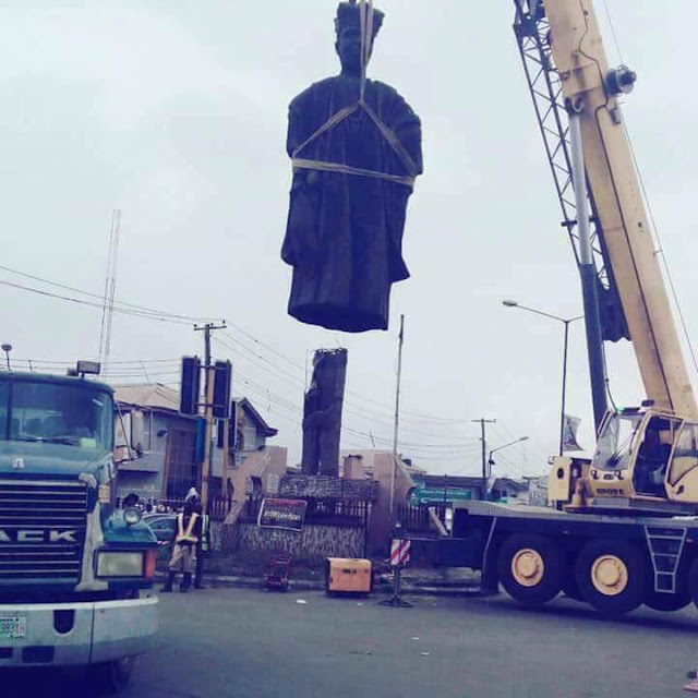 #AGEGE PENCINEMA TAKES A NEW LOOK, AS GOVERNMENT REMOVE #OBA #OGUNJI STATUTE, TO DISMANTLE ROUNDABOUT