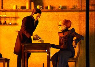 Photo: Wien/ Theater in der Josefstadt: FRÄULEIN JULIE von August Strindberg. Premiere 6.10.2015. Inszenierung: Anna Bergmann. Florian Teichtmeister, Sona MacDonald. Copyright: Barbara Zeininger