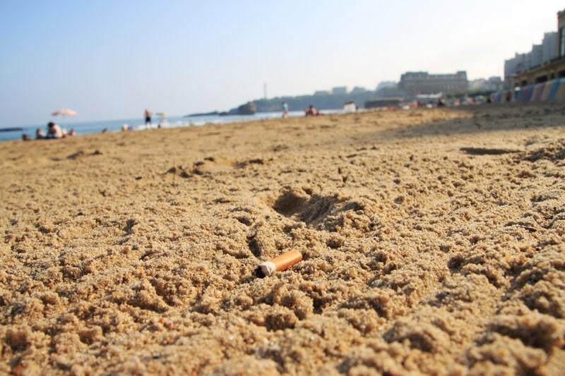 biarritz jeter un m got de cigarette par terre ou sur la plage co tera dor navant 68 euros. Black Bedroom Furniture Sets. Home Design Ideas