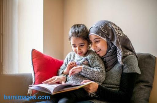 Mama Papa harus bisa memperkenalkan al quran kepada si kecil sejak usia dini.