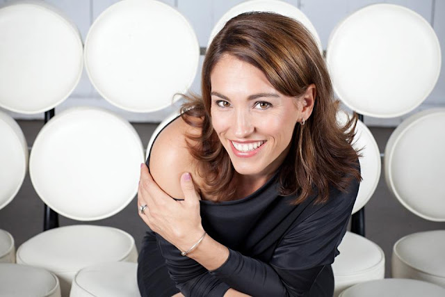 Amy Jo Johnson Profile Pics Dp Images