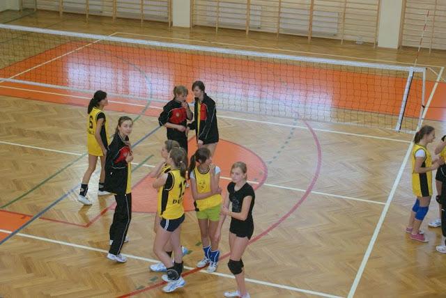 Zawody siatkarskie dziewczat 1 marca 2011 - DSC09271_1.JPG