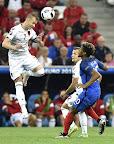 Az albán Ansi Agolli (b) és a francia Kingsley Coman a franciaországi labdarúgó Európa- Franciaország - Albánia mérkőzésen, Marseille, 2016. június 15-én. (MTI Fotó: Illyés Tibor)