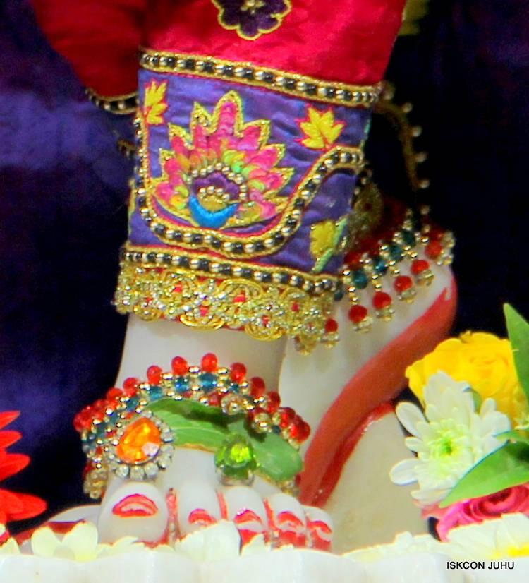 ISKCON Juhu Sringar Deity Darshan 29 Jan 2016 (27)