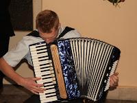 13 Révész Gergő zenei betétje az ünnepség végén.jpg