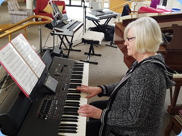 Mary Barrett came along with her magnificent Korg Pa4X arranger keyboard.