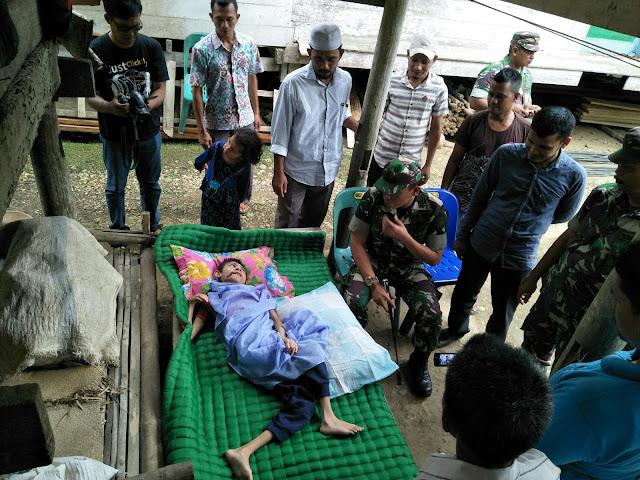 Dandim Aceh Utara dan LPDA Kunjungi Anak Penderita Lumpuh Layu