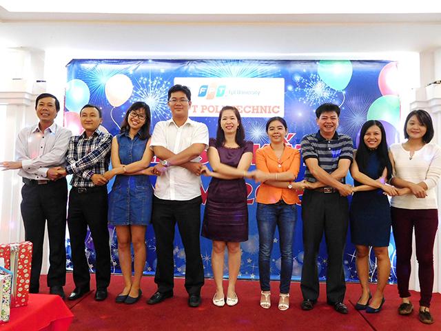 Nhiều tiết mục văn nghệ vui vẻ, hấp dẫn đã được trình diễn bởi chính các cán bộ, giảng viên Cao đẳng thực hành FPT Polytechnic.