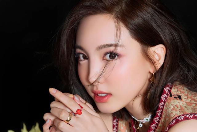 7 Idol Yang Cantiknya Luar Biasa Naeyon
