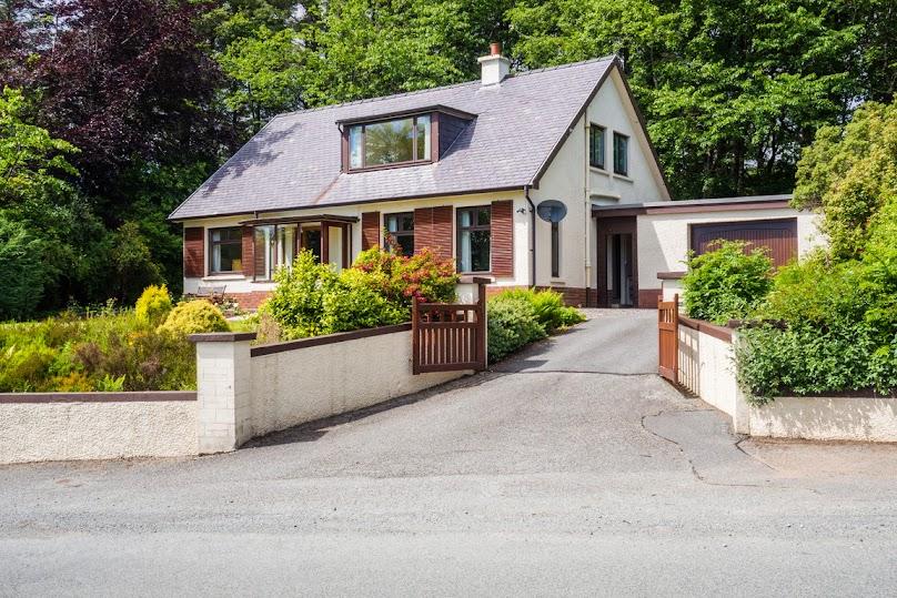 Na działce przed domem znajdzie się miejsce na piękny przydomowy ogród i garaż.