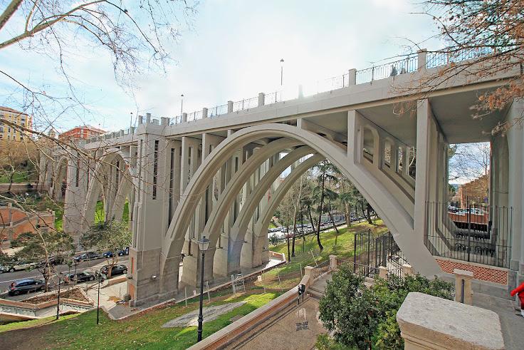 The Segovia Viaduct. Photo: Luis García.