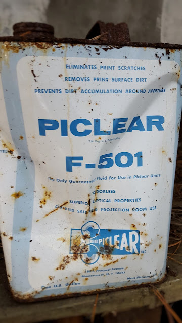 Photo of an old and slightly battered Piclear F-501 tin