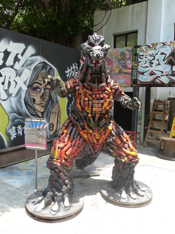 Taipei. Street art à Ximen et Youth park - P1250150.JPG