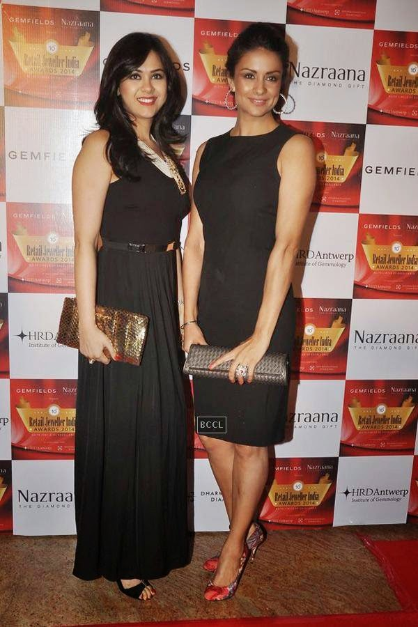 Neha Lulla and Gul Panag during the 10th Annual Gemfields and Nazraana Retail Jeweller India Awards, 2014, in Mumbai, on July 19, 2014. (Pic: Viral Bhayani)
