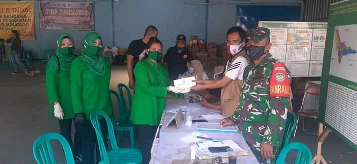 Persit Yonarmed 13 Bantu Warga Korban Banjir Bandang di Sukabumi