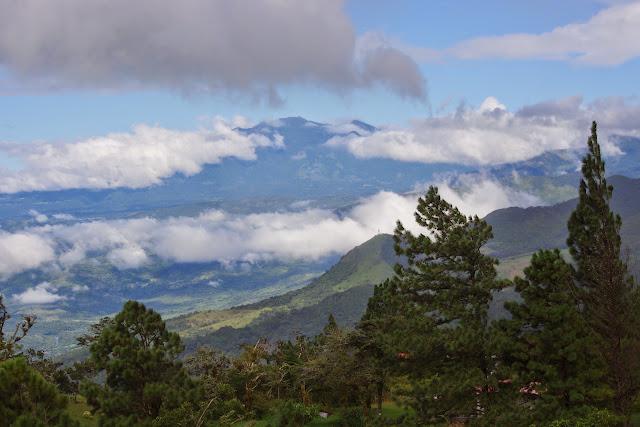 Le volcan Barú (3474 m), dans la cordillère de Talamanca, depuis Hornito (Chiriquí, Panamá), 28 octobre 2014. Photo : J.-M. Gayman