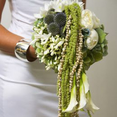 Bridal-bouquet-the-cascade_1[1].jpg