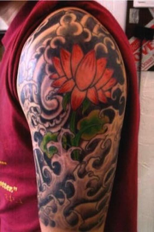 tatuagem_de_flor_de_ltus_com_a_nuvem_e_a_onda_de_tatuagens